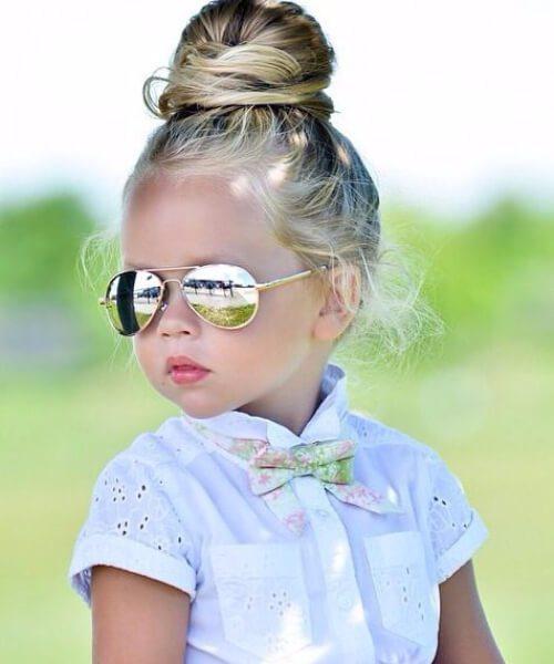 bollo superior pequeños peinados de niña