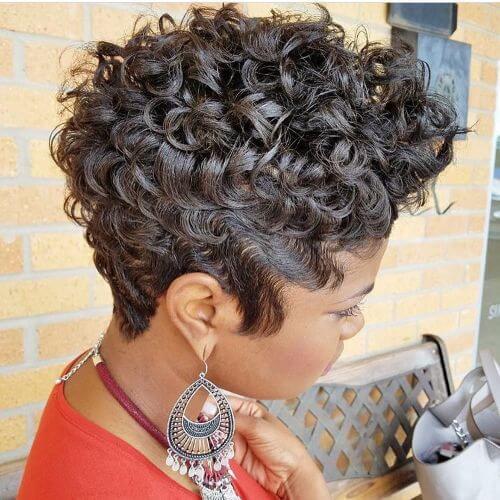 corte de pelo pixie para el pelo corto y rizado