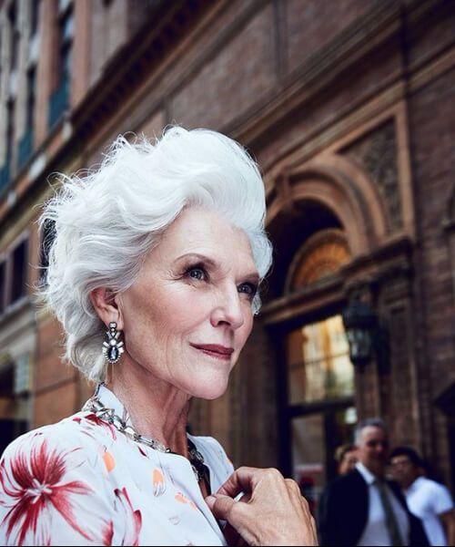 modelo senior de pelo gris blanco