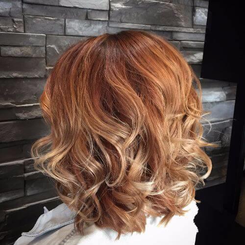 Peinado rubio fresa romántica
