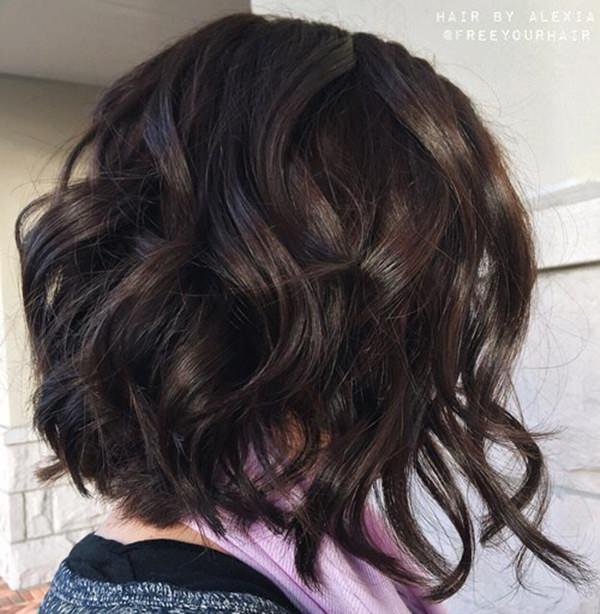 60280816-short-rizado-hairstyleswavybrunettebob