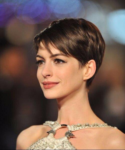 Anne Hathaway largo corte pixie
