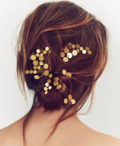 especificaciones metálicas de peinados nupciales ligeros para cabello largo