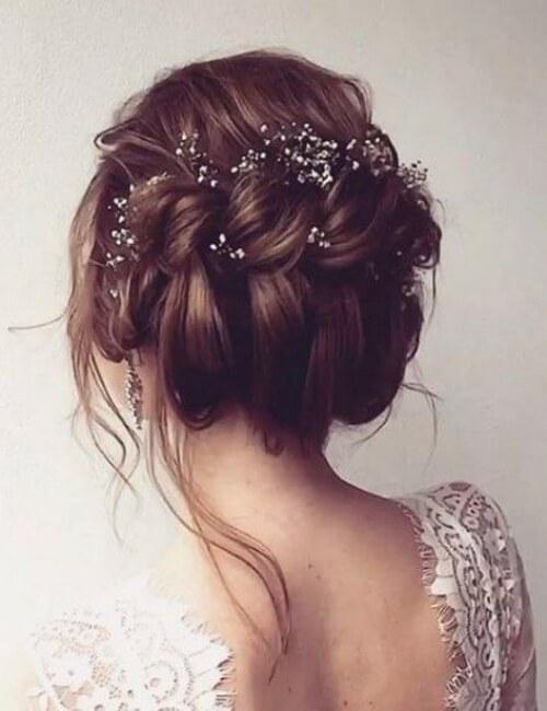 peinado de boda updo retorcido desordenado con accesorios de cabello fino updos para cabello largo