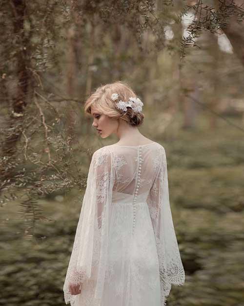 Linda boda pelo Updo con flores