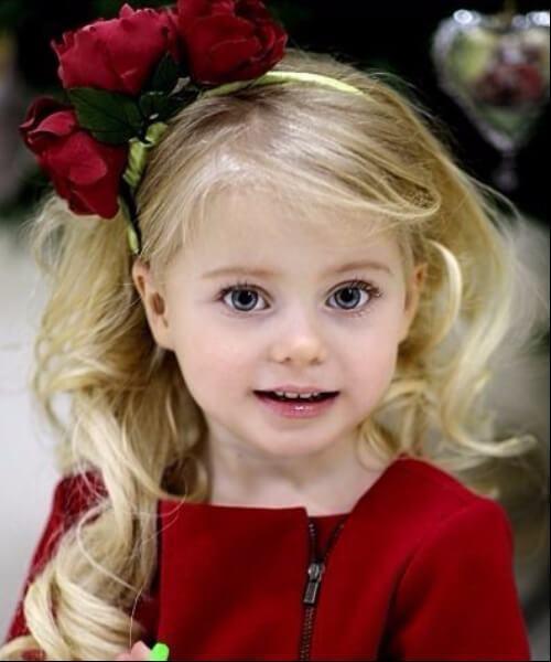 clásico, rubio, ondas, rosas, pequeño, niña, peinados
