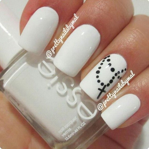 Blanco y negro Cruz Collar Nail Design.