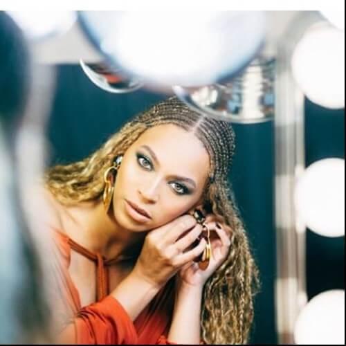 Beyonce trenzó el cabello rubio sucio