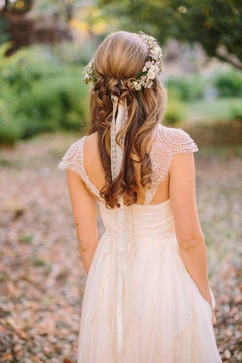 Mitad de la mitad hacia abajo Peinados de boda con flores