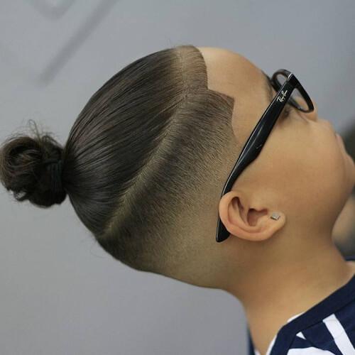 Peinados de moño de hombre adolescente