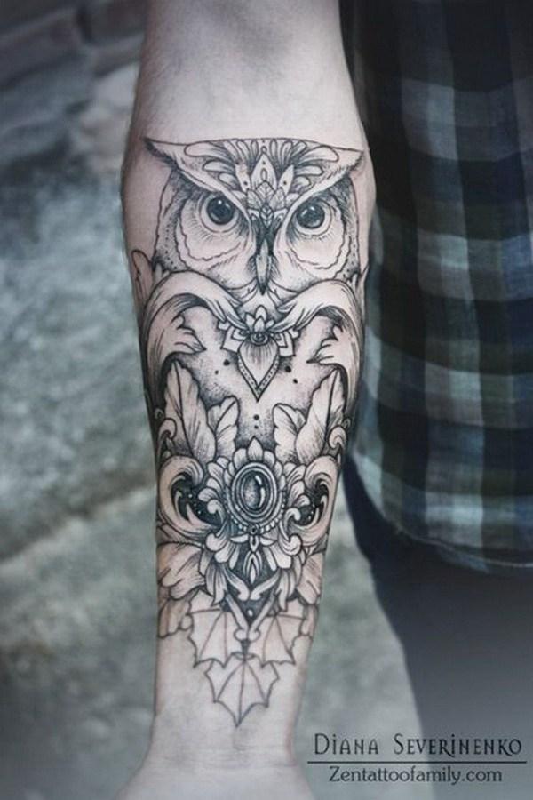 Tatuaje de antebrazo con diseño de búho.  Más a través de https://forcreativejuice.com/attractive-owl-tattoo-ideas/