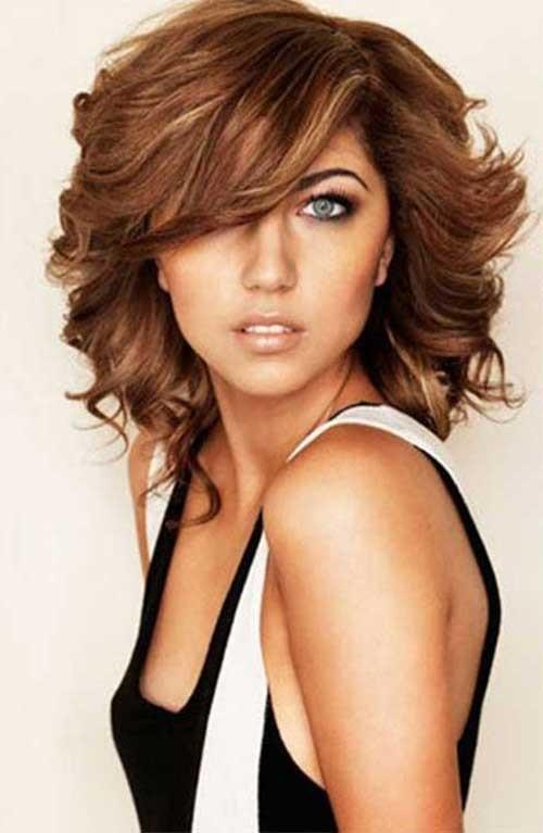 Mejores cortes de pelo medio para cabello grueso y caras redondas