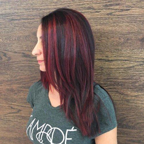 reflejos rojos de cabello castaño