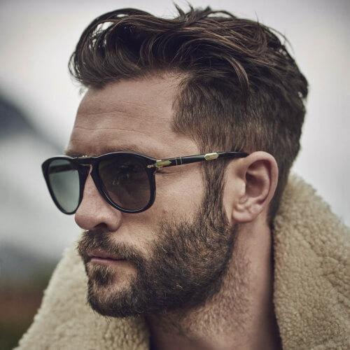 Peinados modernos largos superiores, cortos de los lados para los hombres