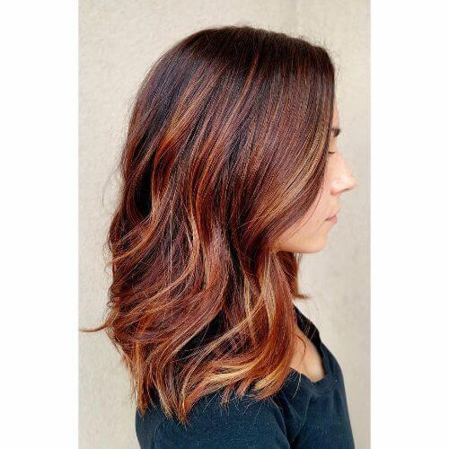 balayage caramelo rojo en el pelo largo