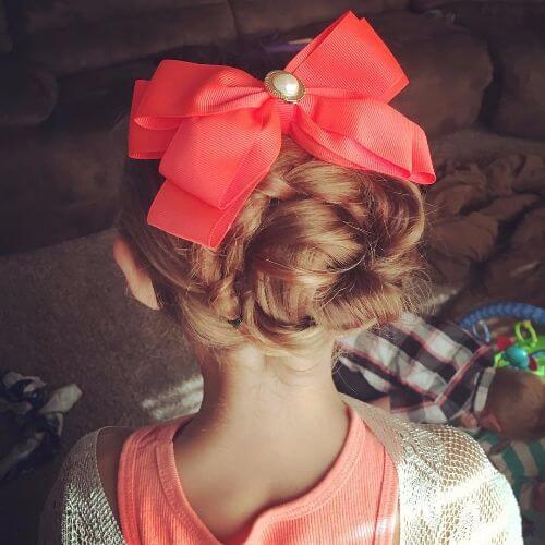 moño alto con arco peinados de niñas