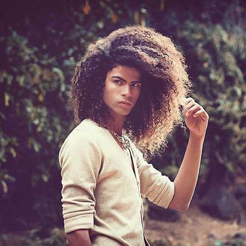 peinados largos rizados naturales para hombres