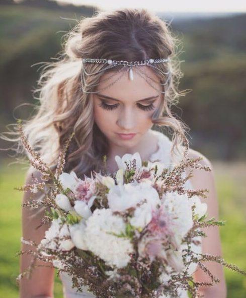 peinados de la boda cadena de drapeado boho para el pelo largo