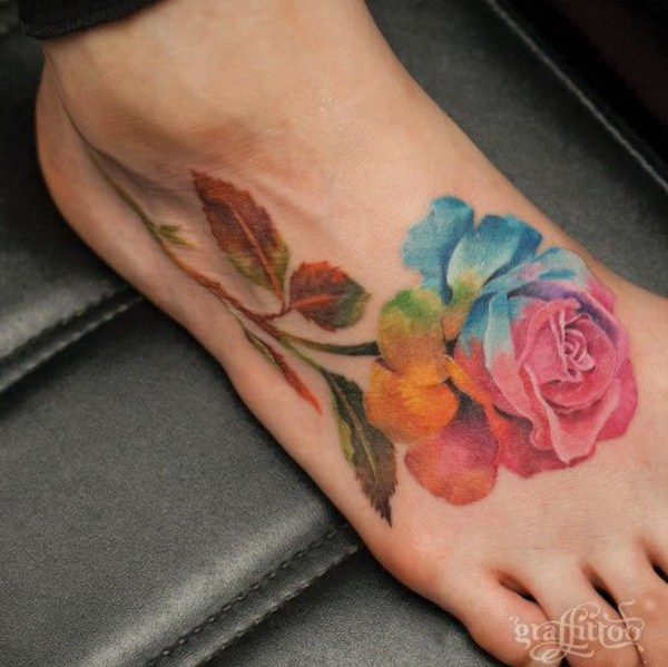 Giant Watercolor Rose Tattoo a pie.