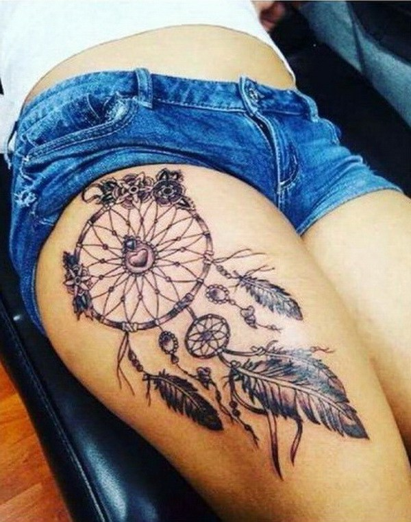 Tatuajes Sexy Dreamcatcher en el muslo.