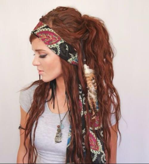 Estilo de pelo castaño rojizo estilo gitano