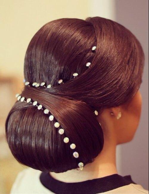 elegantes moños de chignon formales para cabello largo
