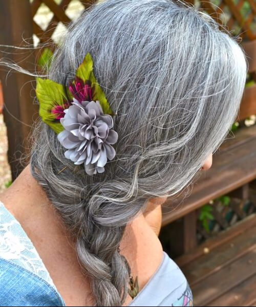 peinados para mujeres de más de 50 largas flores trenzadas