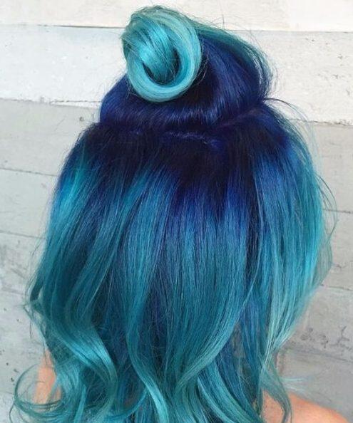 mitad hasta la mitad hacia abajo color de pelo verde azulado