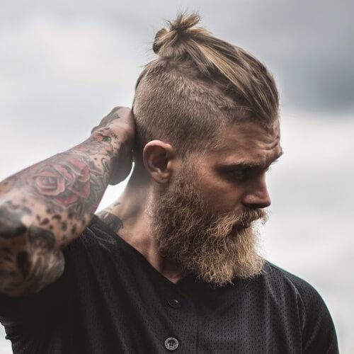 Hombre Bun pelo corto