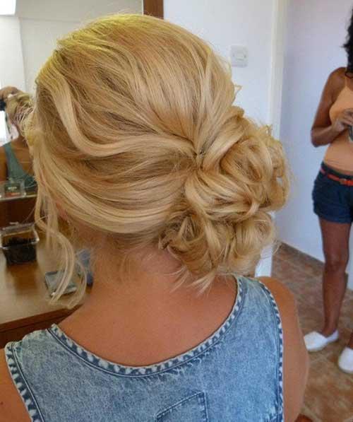 Peinados de bollo lateral para la boda
