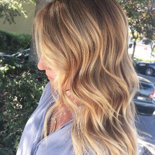 cabello rubio sucio natural