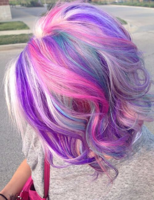diferentes tonos de pelo morado en capas bob corto