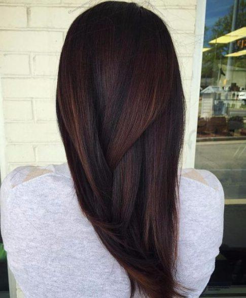 peekaboos de bronce de pelo castaño