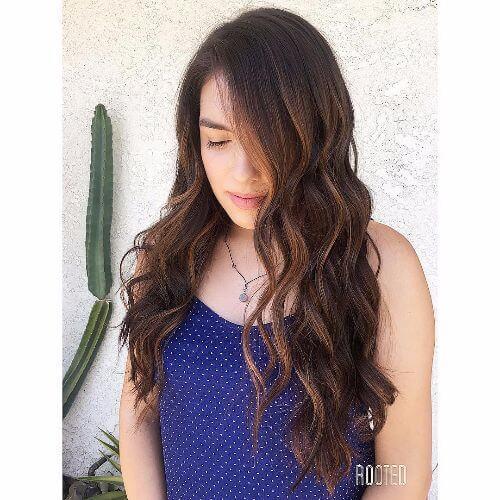 elegante peinado con cabello acaramelado