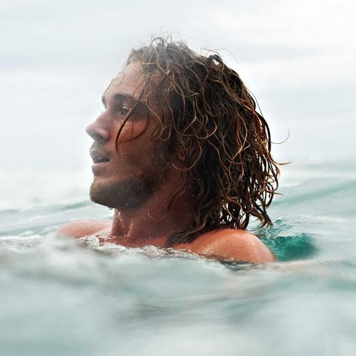 pelo de playa peinados largos para hombres