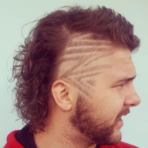 Corte de pelo de salmonete con diseño afeitado