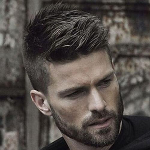 Peinados modernos de punta para hombres