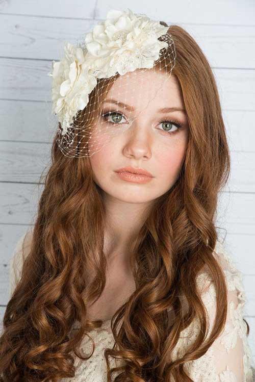 Bonito cabello nupcial con casco