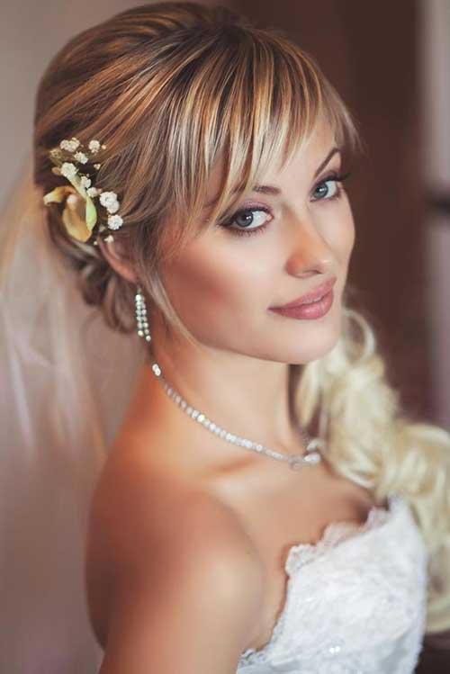 Las mejores flores en el cabello para una boda