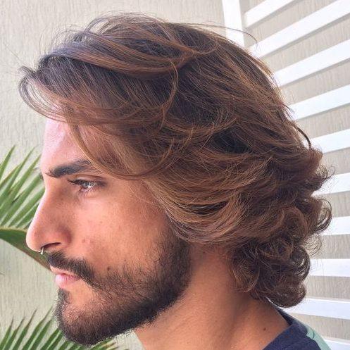 rubio cepillado atrás olas peinados de longitud media para hombres