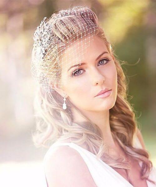 peinados de boda de velo de jaula vintage para cabello largo