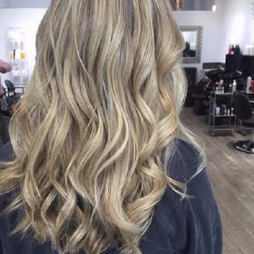 cabello ondulado cabello rubio ceniza