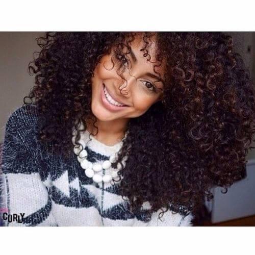 Peinados de cabello negro rizado en capas para el cabello rizado
