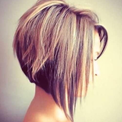 Peinado apilado con tonos indefinidos