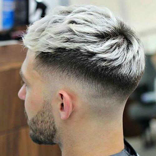 Peinado socavado de dos colores para hombres