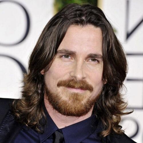 Estilo de pelo y barba a la altura de los hombros para los hombres