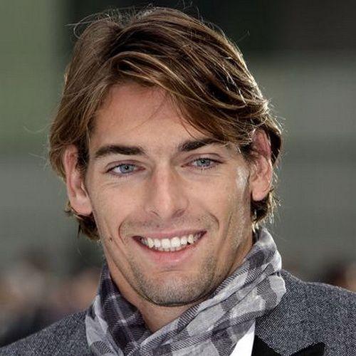 peinados de longitud media resaltados para hombres