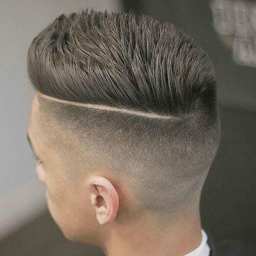 Corte de pelo de Pompadour con la parte lateral socavada