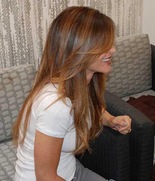 Mejores cabellos laminados en capas de color marrón largo con reflejos
