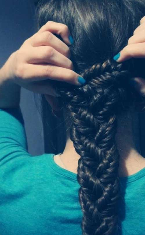 Bonita trenza gruesa cabello largo oscuro